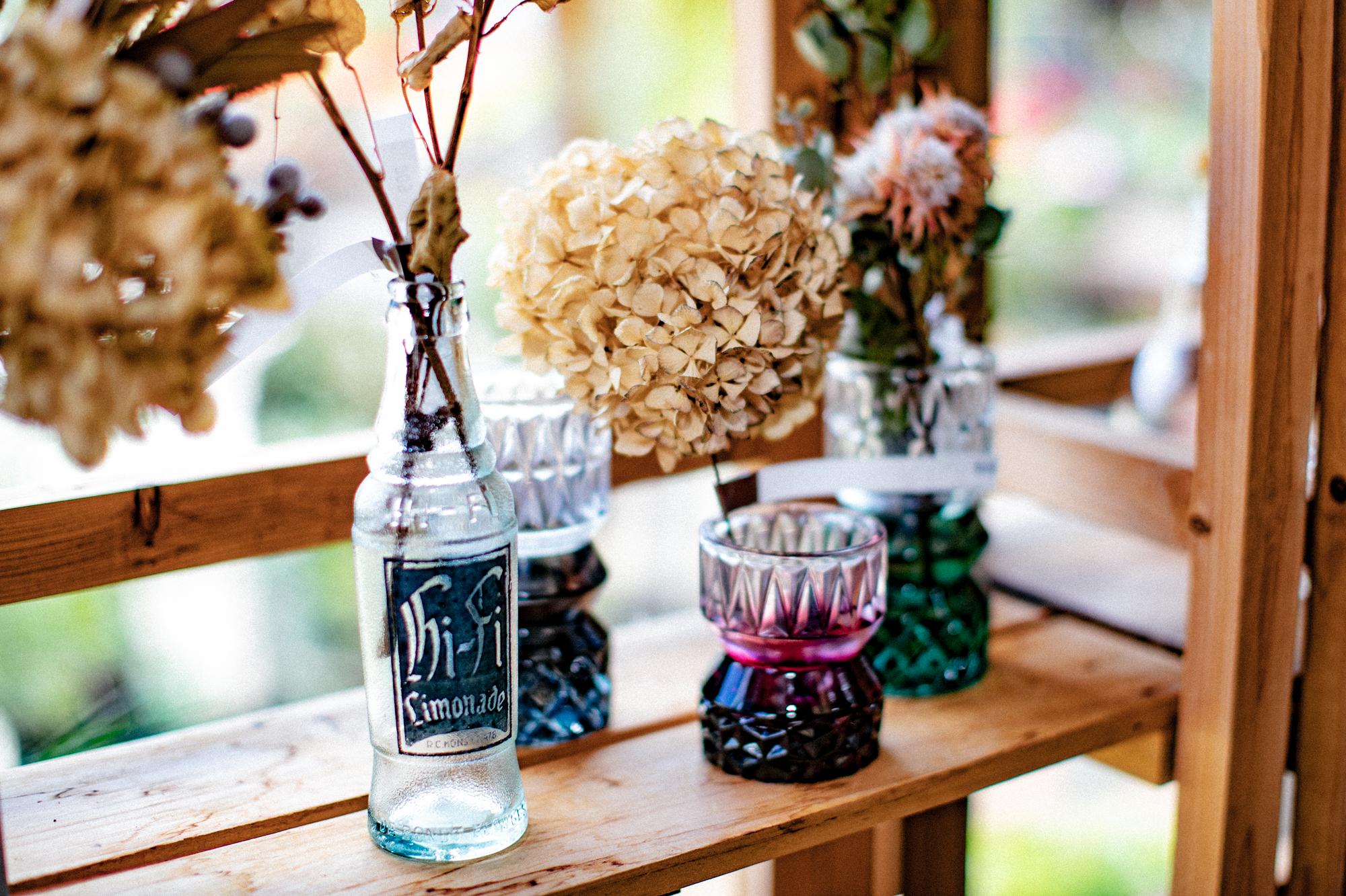 ガラスの花瓶とドライフラワー
